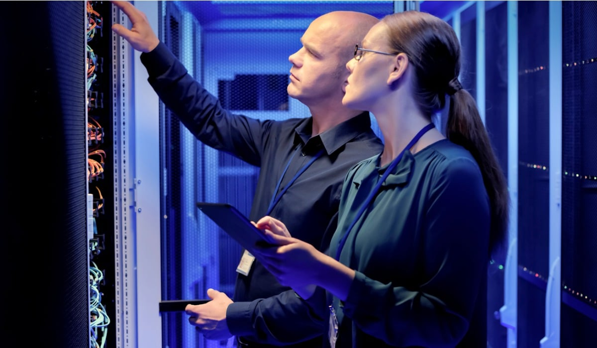 engineers-checking-servers-in-server-room-picture-id10608176821200x700